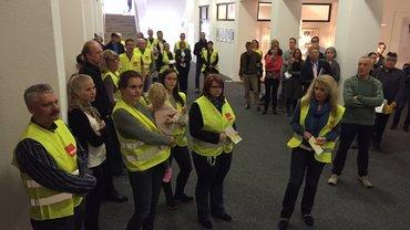 Beschäftigte beim HR protestieren vor den Tarifverhandlungen über Gehalt und Altersversorgung