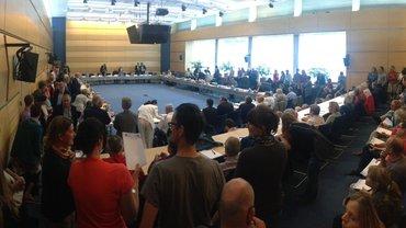 Die Gewerkschaft ver.di stürmt mit über 80 Beschäftigten die Rundfunkratssitzung beim Bayerischen Rundfunk.