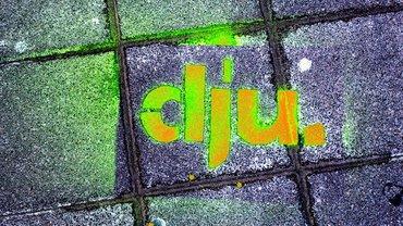 dju-Logo orange auf Steinpflaster