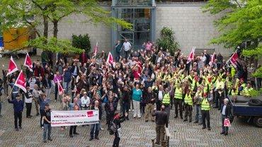Kämpferische Stimmung beim ver.di-Warnstreik der NDR-Beschäftigten in Hamburg-Lokstedt