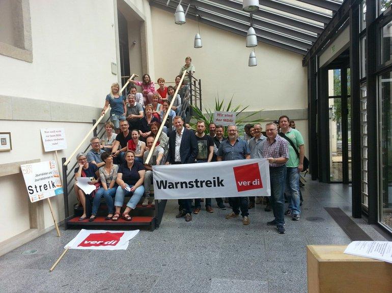 Streikversammlung von Beschäftigten vom MDR