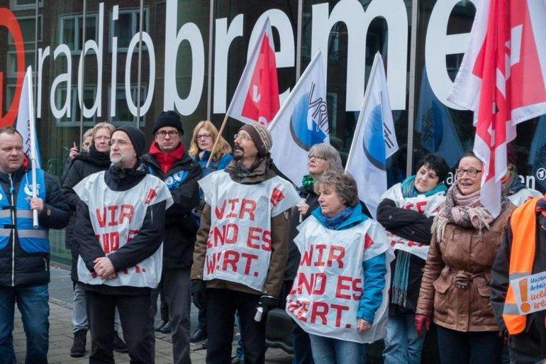 200 Beschäftigte von Radio Bremen und Bremedia im Warnstreik