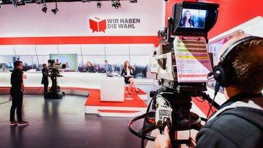"""""""Wir haben die Wahl"""" - hier eine Live-Sendung aus dem SRF Studio in Zürich 2015"""