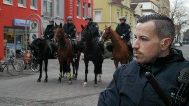 Massives Polizei-Aufgebot: Berittene Polizei