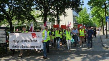 Senderverband NDR demonstriert den Warstreik auf dem Gelände des NDR in Lokstedt