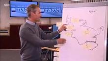 Wettermoderator präsentiert die Wettervorhersage auf einem selbst bemalten Flipchart mit Post-its