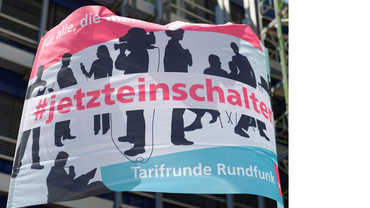 """Banner mit der Aufschrift """"#jetzteinschalten: Tarifrunde Rundfunk"""""""