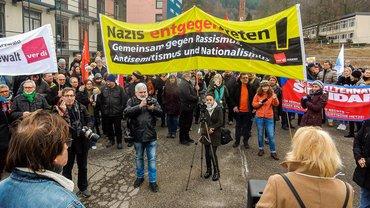 Demo gegen rechtsextreme Angriffe auf den SWR: Die Gegenkundgebung hatte deutlich mehr Zulauf