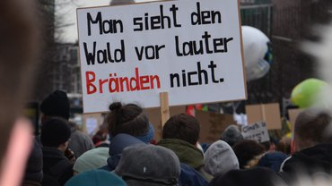 Ein Schild auf der Fridays for Future Demo