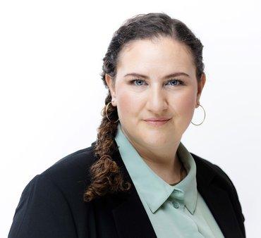 Martha Richards, Koordinatorin öffentlich-rechtlicher Rundfunk